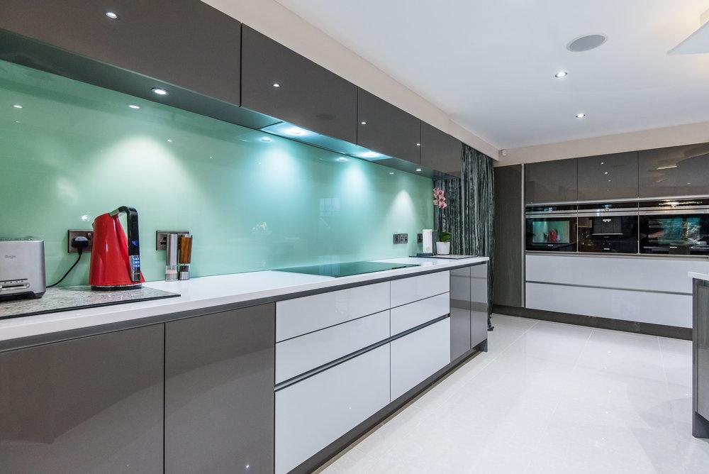 LF -016 -Gloss kitchen.jpg