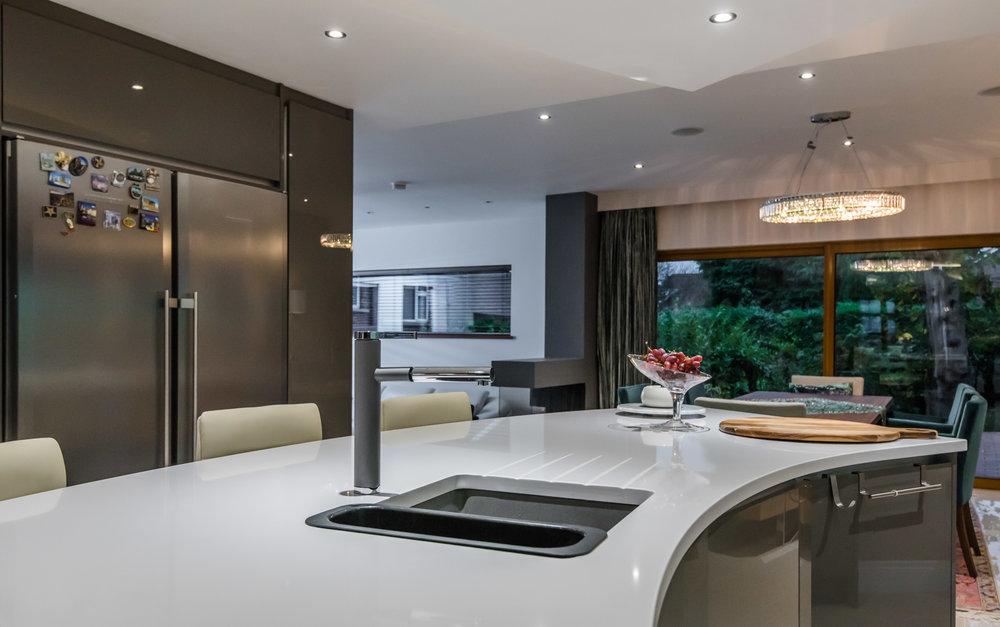 LF -017 -Gloss kitchen.jpg