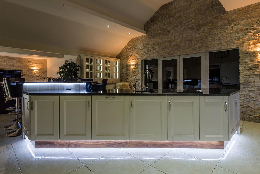 HM -007 -Hand painted kitchen.jpg