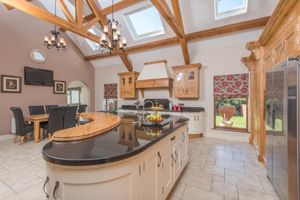 SM -008 -Pippy oak kitchen.jpg