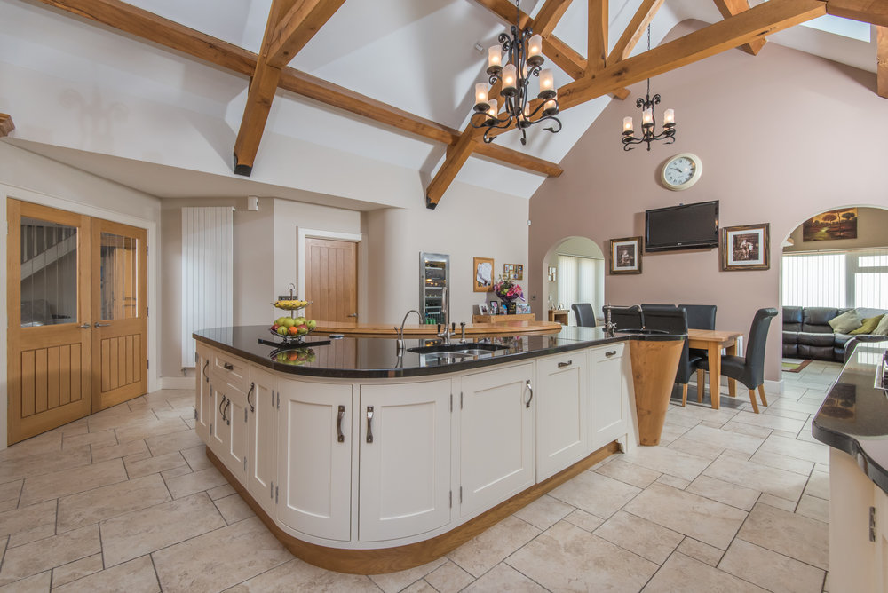 SM -011 -Pippy oak kitchen.jpg