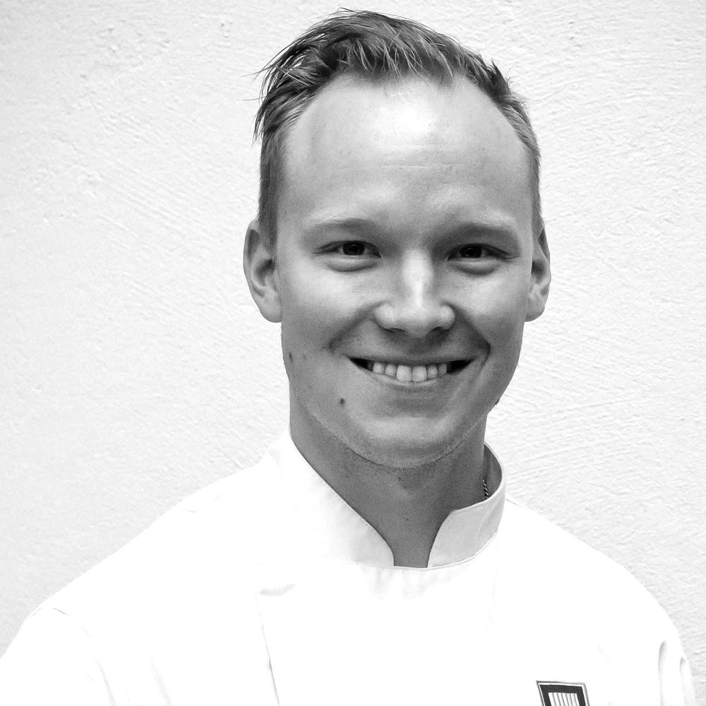 Heikki Liekola   An avid runner with 15 years as a chef in Michelin restaurants, bringing haute cuisine knowledge to sports nutrition.