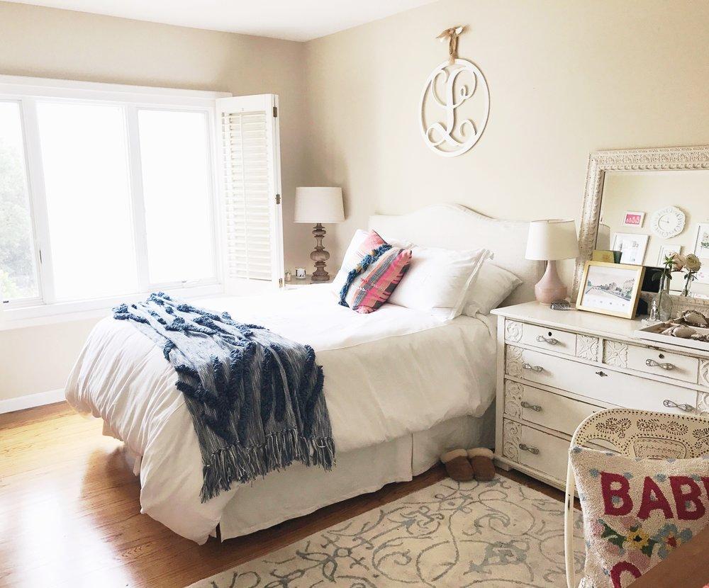 marina apartment bedroom