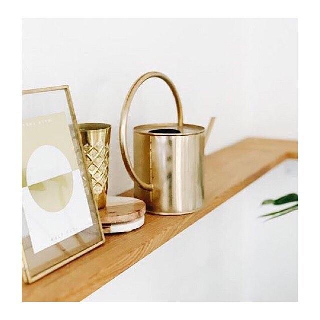 Sunshine on rainy day @cotahamburg  Foto von @aliceandlogan  #graphicdesign #handmade #interiordesign #handcrafted #weekendvibes #goldfoil #embossing #gold #inthestudio #shelfie
