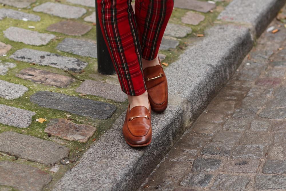 Blog mode veste laine pantalon écossais carreaux bandeu cheveux mocassins chemisier écoliere
