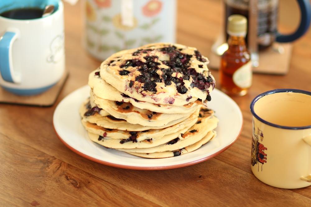 Brunch à la maison simple pancakes