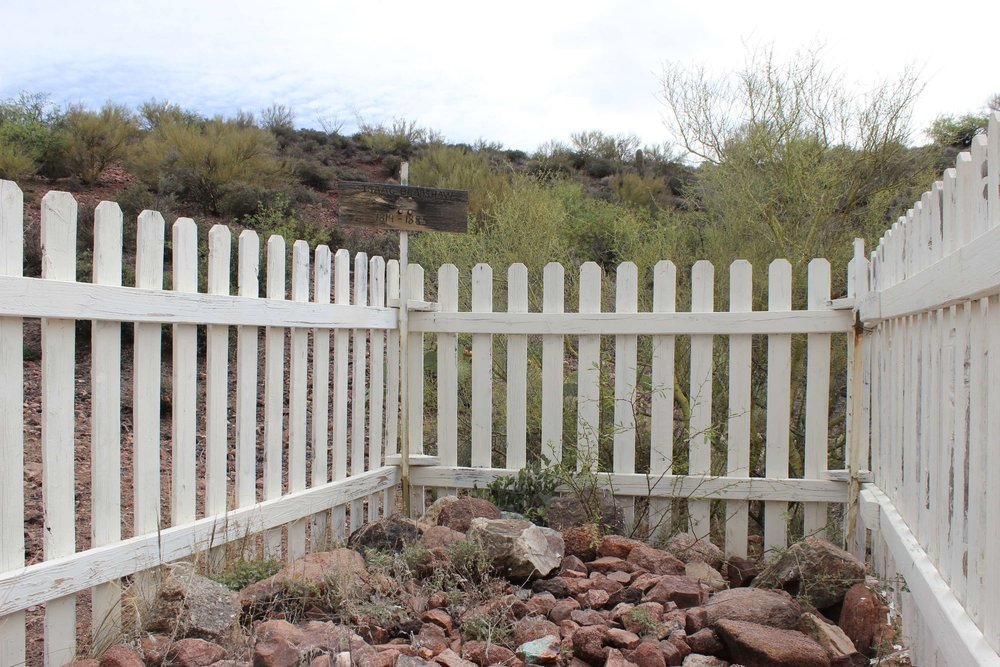 Bradshaw's Grave along the trail.