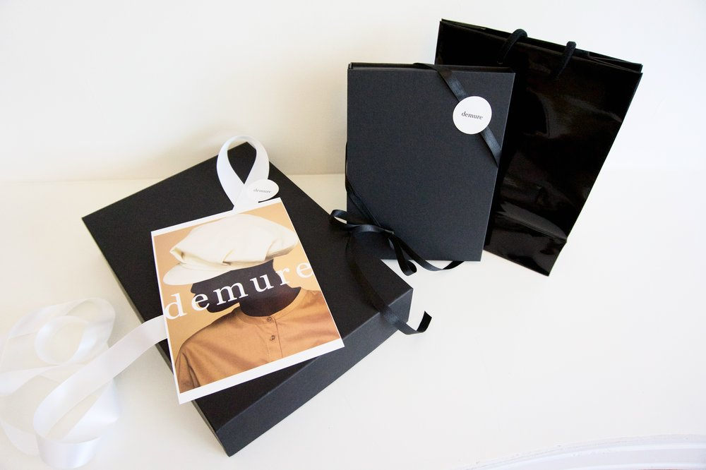 free worldwide shipping & gift packaging - Inside your demure delivery box you will find your orders in luxurious packaging.An ideal gift for you or your loved ones.