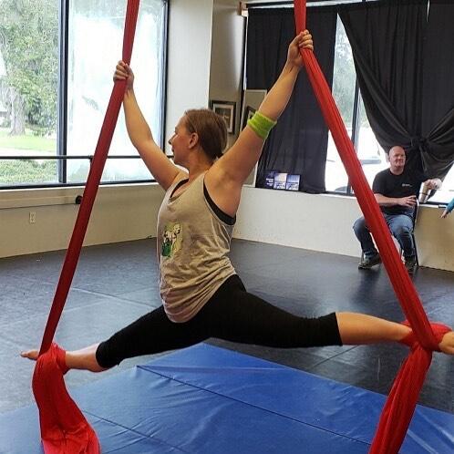 Rocking my new @pigeonpup shirt at my silks class at @vie_de_cirque! #aerialsilks #teampigeon