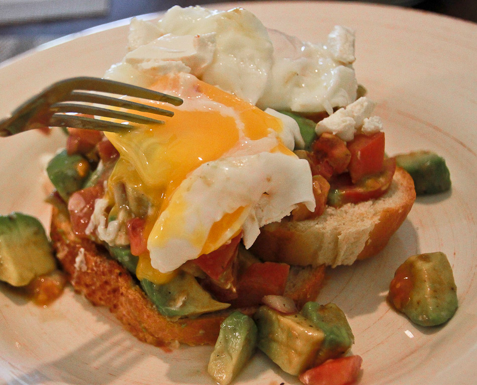 avocado, tomatoes and poached eggs breakfast recipe