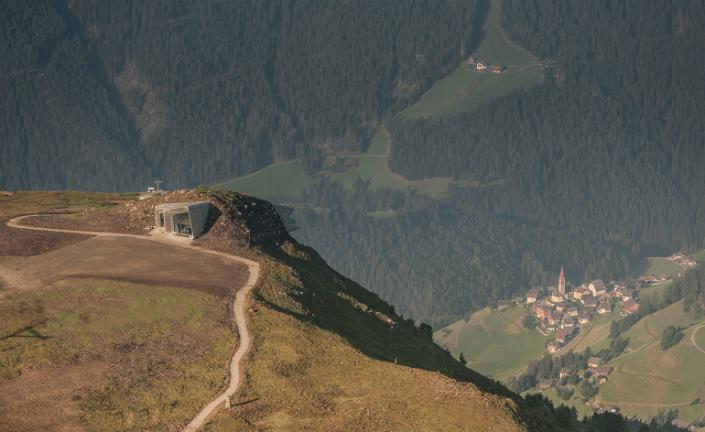 Zaha-Hadids-new-museum-is-carved-into-Mount-Kronplatz-Alps-2.jpg