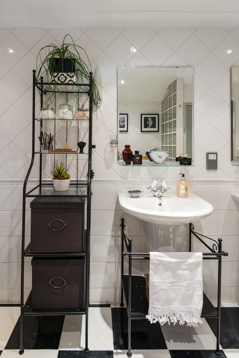 13. 181122-287 Vanity & shelving feature.jpg