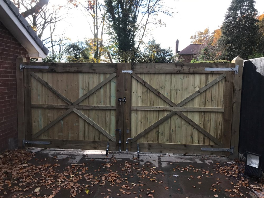 Lewis Woods - Specialising in fencing, bespoke gates & Log stores.07719063717