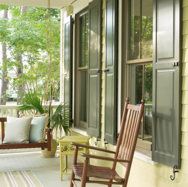 Shutters_Benjamin_Moore_Aura_Grand_Entrance_Designer_Classics_Backwoods