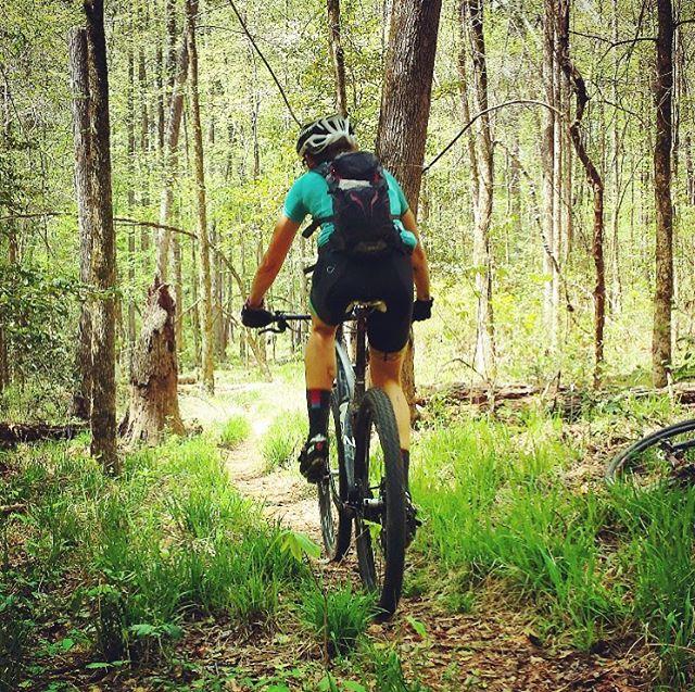 Channeling some summer riding vibes. 🙌🌞🚵🏻♀️ . . .  #womenwhomountainbike #mountainbiking #pisgah #womensmountainbiking #goodvibes