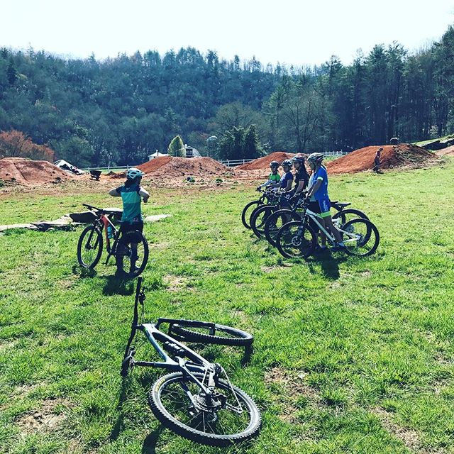 Such a great day of skills sessions, trail riding and laughs. We're so stoked to help build confidence and grow the tribe of #ladyshredders. Thank you for letting us be apart of your journey! 🚵🏻♀️🌸🙌