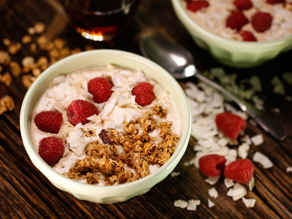 Oatmeal-Cookie-Smoothie-Bowl-MP0733_Piscotty-Full.jpg