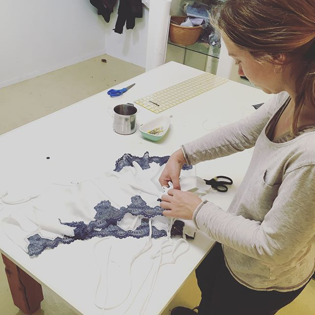 Had so much fun teaching a class on making the #bacchanteromper at @nelson_stitchlab a couple weeks ago! Meanwhile, if you've noticed that my website is down, it's because I'm doing some pretty significant updates. Stay tuned!  #sewingclasses #patterndesign #lingeriemaking #sewing #sewingproject