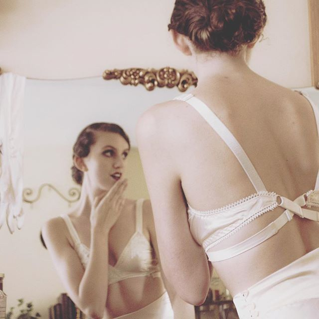 Did you see that? The #veritybralette pattern is live! You too can make sumptuous silk lingerie and feel like a 1930s starlet. Follow the link in my bio to learn more. ⠀  Modelled by @livia_s_allen  Styled by @andrea.k.bell ⠀ #vintagesewing #lingeriepattern #lingeriemaking #sewistsofinstragram #sewcialists #memade #handmadewardrobe #imakemyownclothes