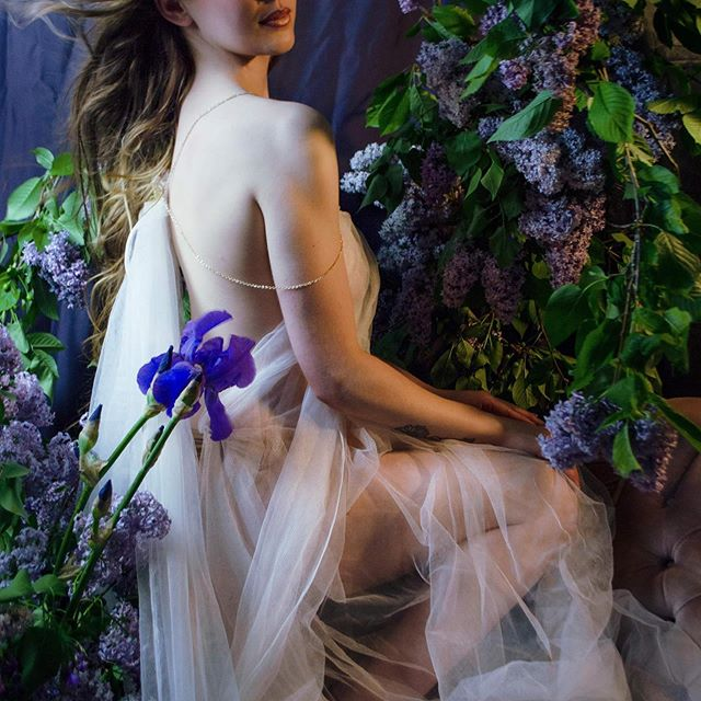 Spring lilacs glamour photoshoot! Model: Summer @raynebernard  Makeup and styling: Andrea Bell @andrea.k.bell  Hair: Mikaila Lyle from Enso Hair Design @wildhairbymikaila @ensohair