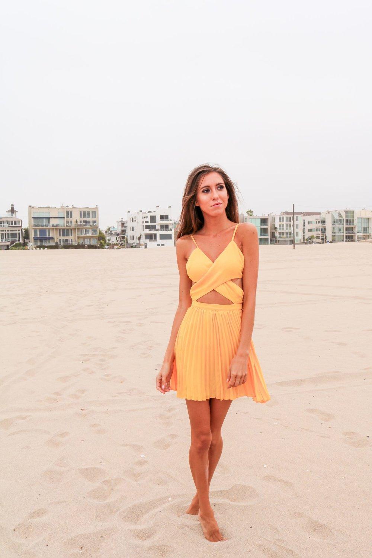 The-Hungarian-Brunette-Yellow-dress-4-of-6.jpg