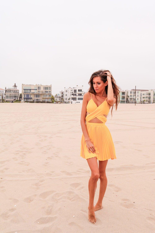 The-Hungarian-Brunette-Yellow-dress-6-of-6.jpg