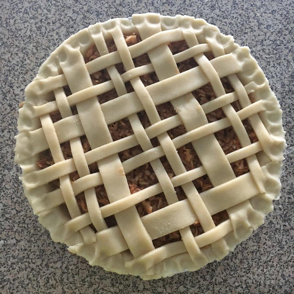 The-Hungarian-Brunette-creative-pie-crust-1-of-2.jpg