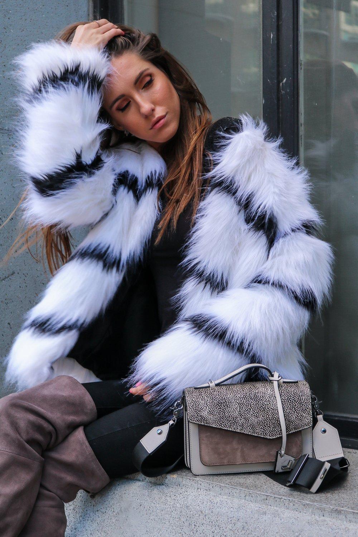 The+Hungarian+Brunette+Black+and+white+fur+coat+%2870+of+80%29.jpg