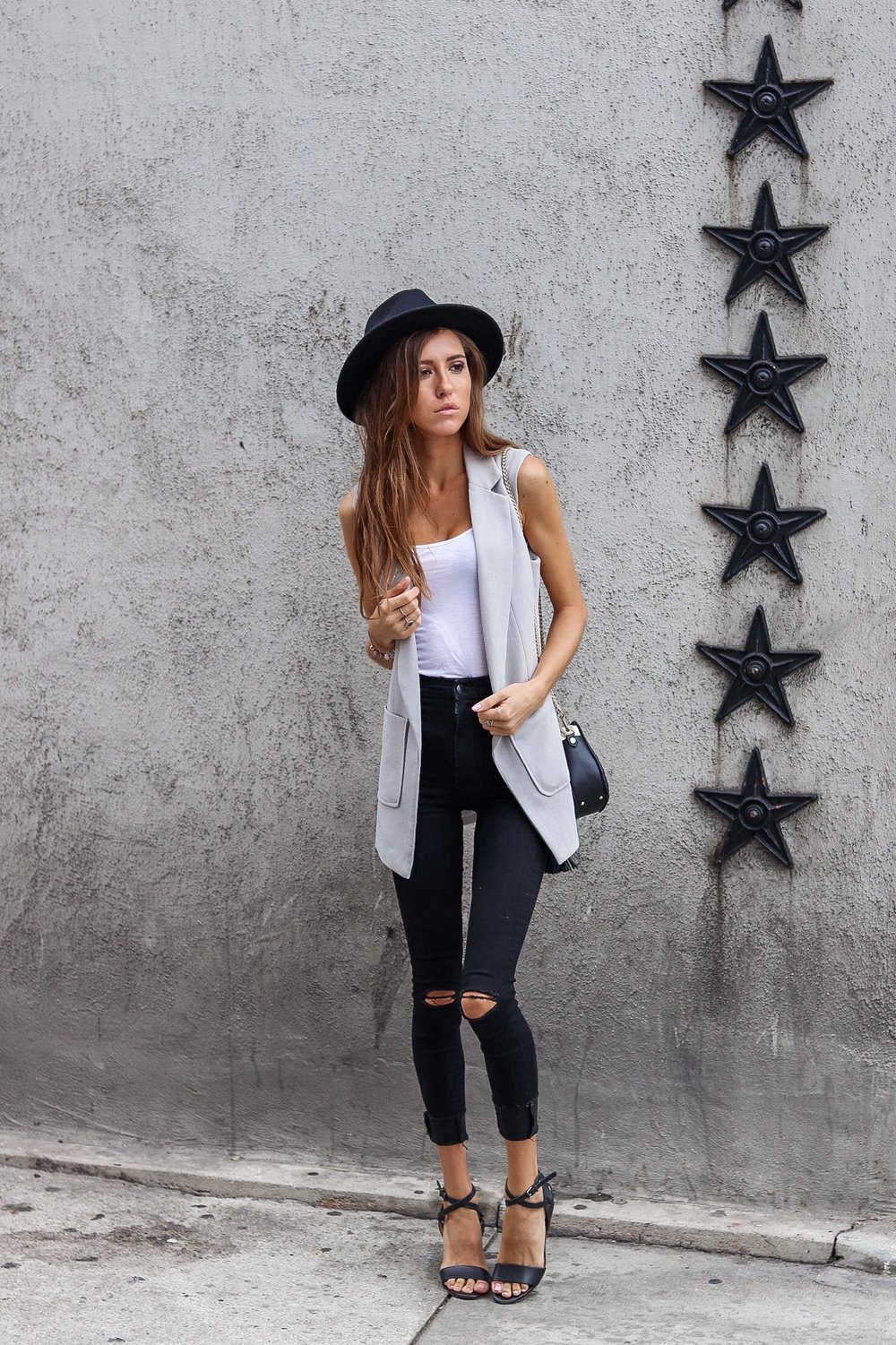 The+Hungarian+Brunette+Outfit+Inspo+-+OOTD+sleeveless+blazer+outfit