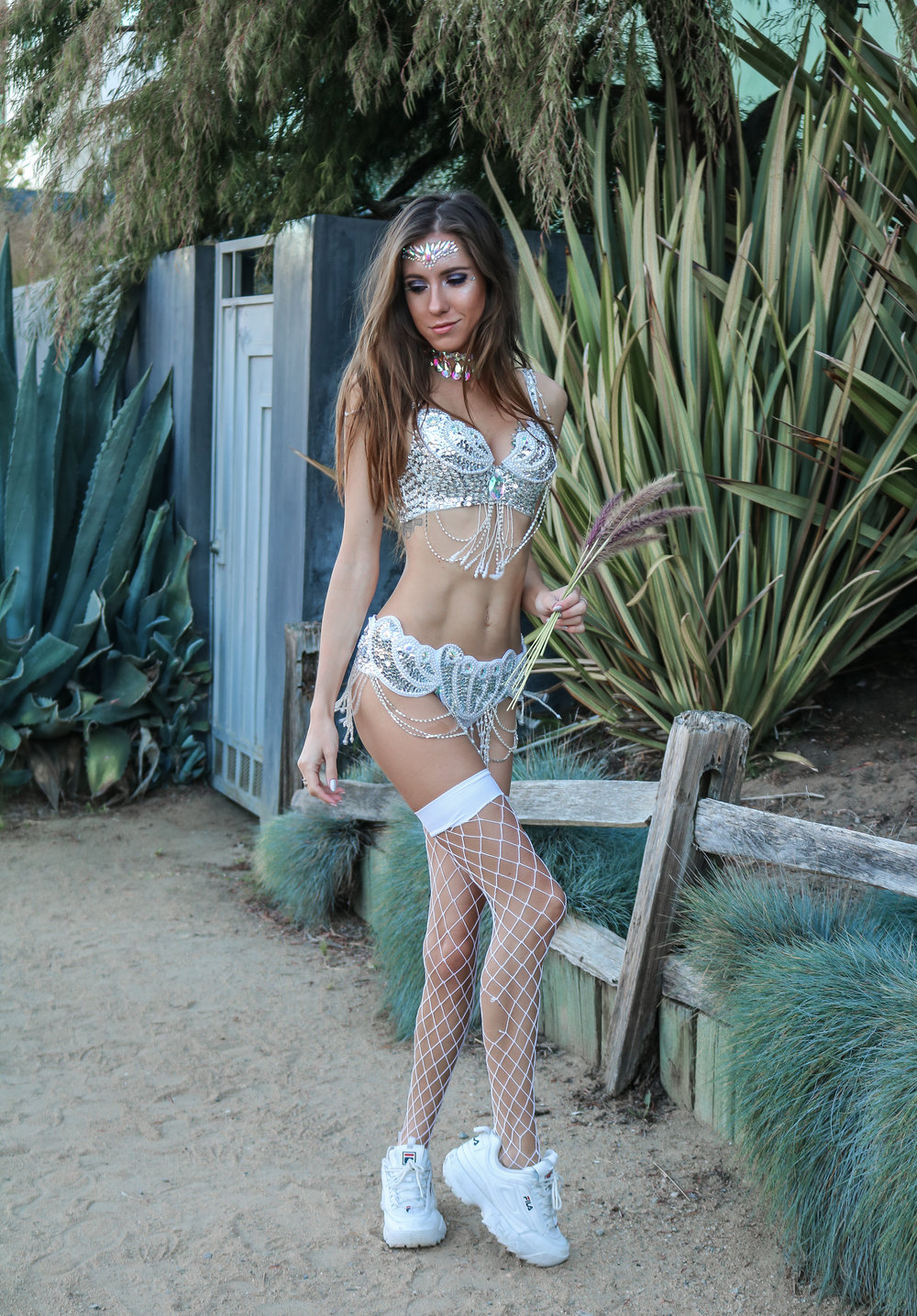The Hungarian Brunette SPARKLE OVERLOAD, CARNIVAL-INSPIRED FESTIVAL OUTFIT
