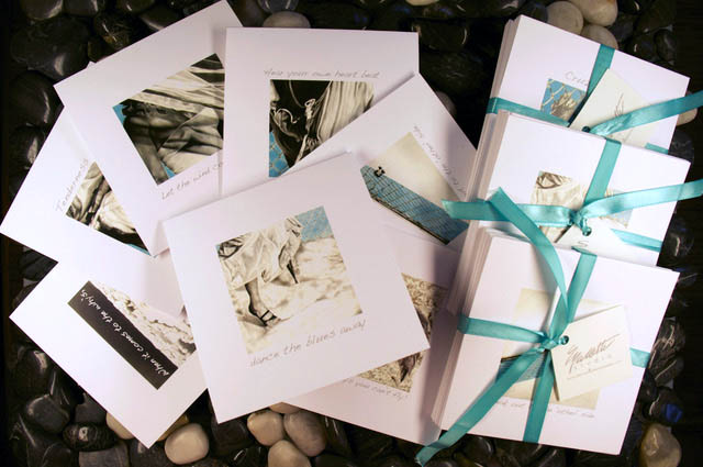 Note Cards come in a set of 7 cards with different designs of the same collection series. Blank inside.