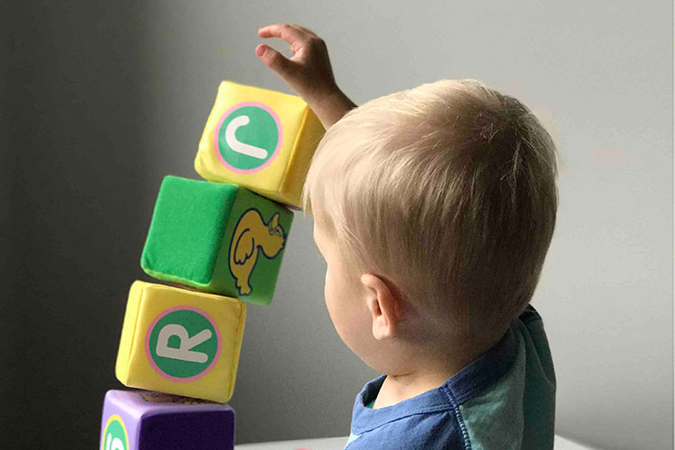 What is Early Intervention? - The State of Illinois Early Intervention (EI) is a government-based program that provides resources and support to families who have children from birth to age three with diagnosed disabilities, developmental delays, and/or children who are considered at-risk.