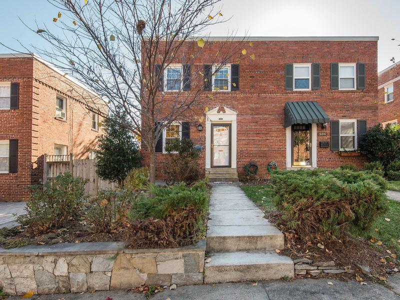 2 bedroom semi detached home at 504 26TH RD S, Arlington, VA 22207.jpg