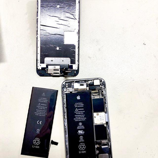 Akkutausch beim iPhone 6s.  Ist dein Akku auch schwach? Dann kommt vorbei. Reparatur in nur 1h und für gerade einmal 29 Euro  #iphone #reparatur #iphonereparatur #heidelberg #heidelbergaltstadt #altstadtheidelberg #unterestrasseheidelberg #iphonedocheidelberg #akkutausch #iphoneakku #iphoneakkureparatur #schnellereparatur
