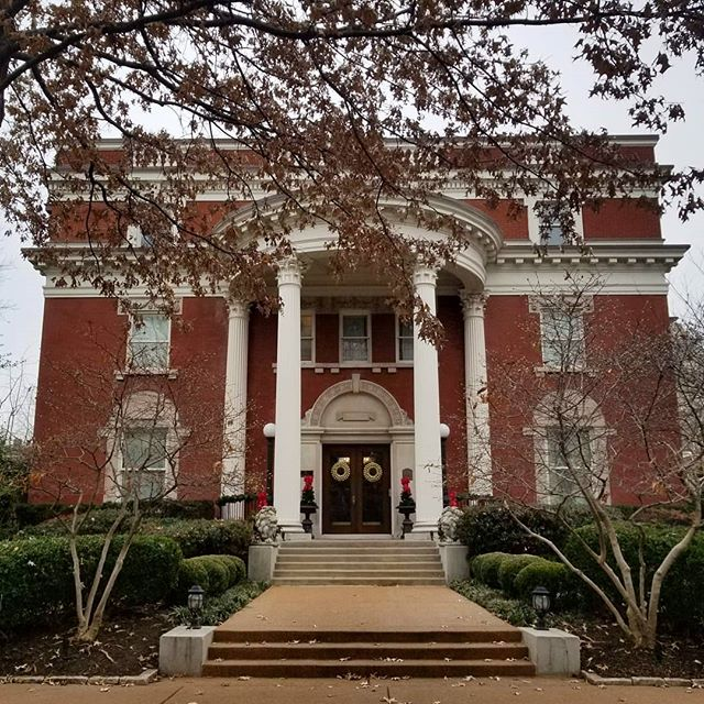A real show stopper. Wish I could snap one of this beauty all covered in snow ! ❄ #oldstlouis #brick #columns #mansion #architecture