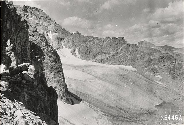 Arapaho Glacier in Colorado, photographed in 1917 by W.I. Hutchinson.