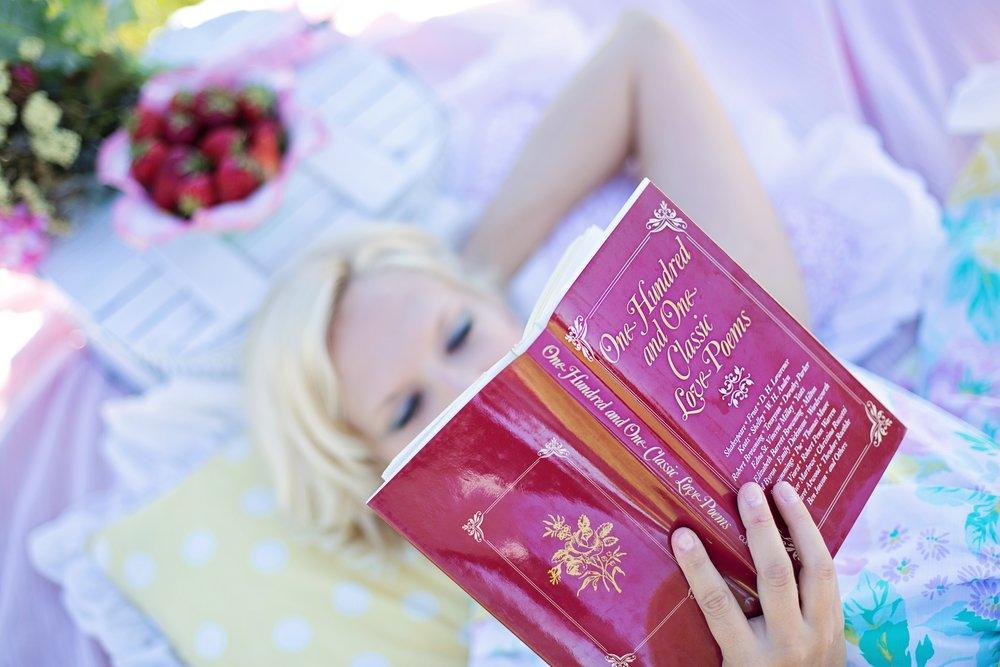woman-reading-887274.jpg