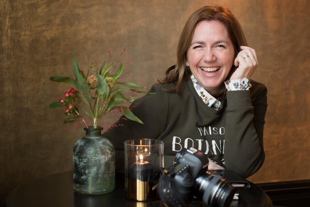 Hi! Ik ben Bianca,Fotografe bijBianca van der Veen Portraiture - Op vrijdag 15 & 22 Maart 2019 organiseer ik Personal Branding mini-sessies in mijn portretstudio in Tilburg.Ik nodig je van harte uit een Personal Branding Mini-sessie te boeken. Laten we samen een start maken met jouw persoonlijke beeldbank. Om zo je online en online zichtbaarheid te vergroten.