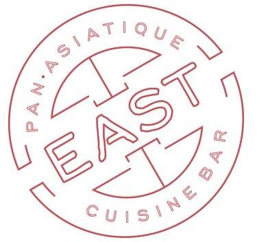 - Le restaurant east sert une cuisine pan-asiatique dans un décor moderne et éclectique qui rappelle, par certains détails, l'époque effervescente du vieux Shanghai.