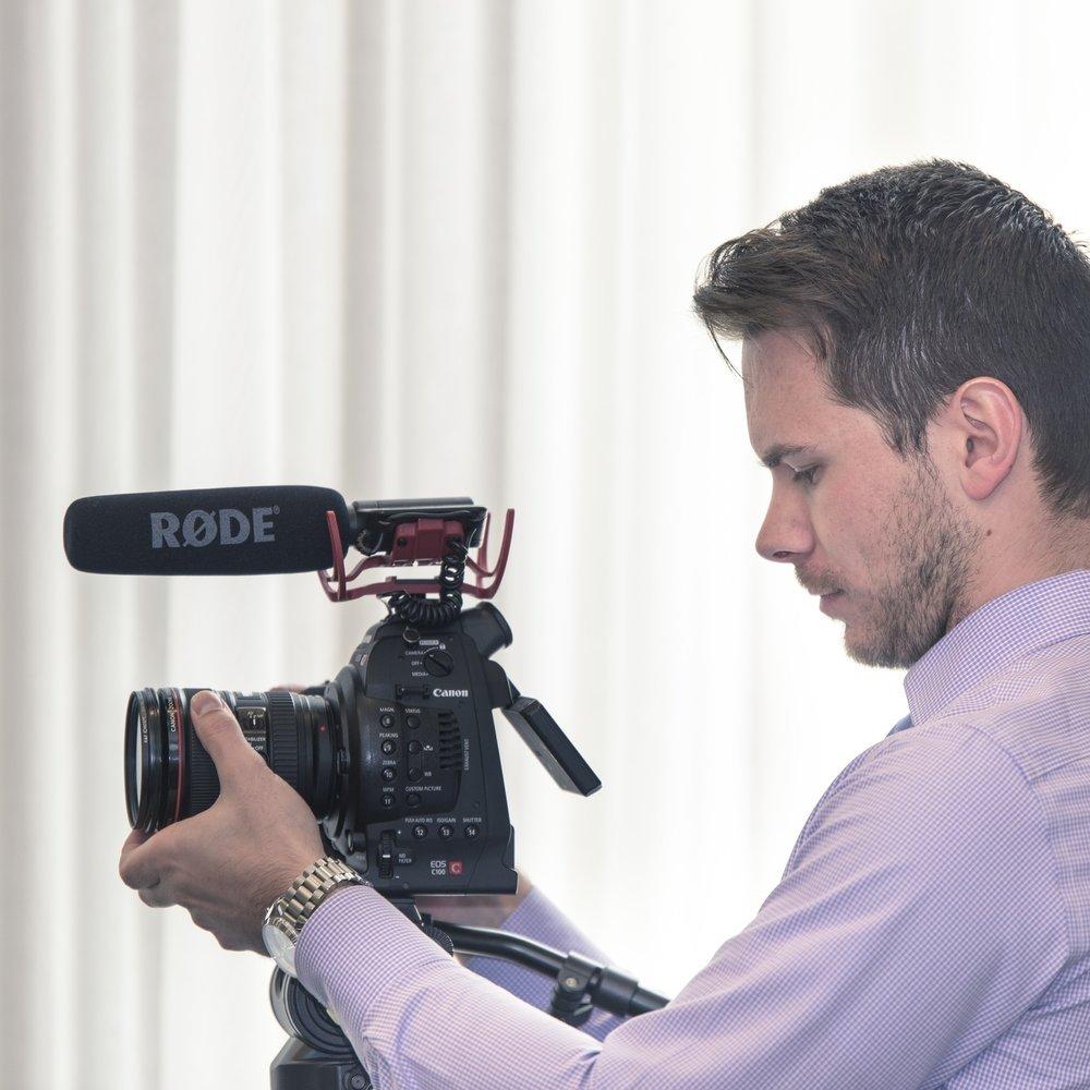 08—VIDEO TEENUSED - Profivideote tegemine sai alguse omaenda ürituste üles filmimisest - ikka selleks, et neist õppida ja veelgi paremaid üritusi teha. Saadame su pidustustest täiuslikult monteeritud videomaterjali, mida on hiljem hea ikka ja jälle vaadata.