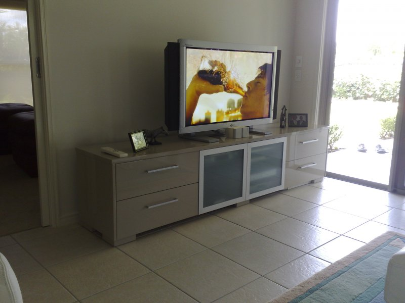 6-gloss-2-pac-entertainment-unit.jpg