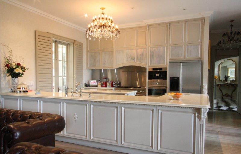 1-custom-kitchen-in-painted-solid-hoop-pine.jpg