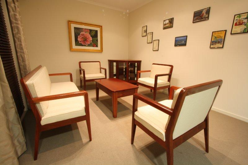 5-jarrah-jreating-room-suite.jpg