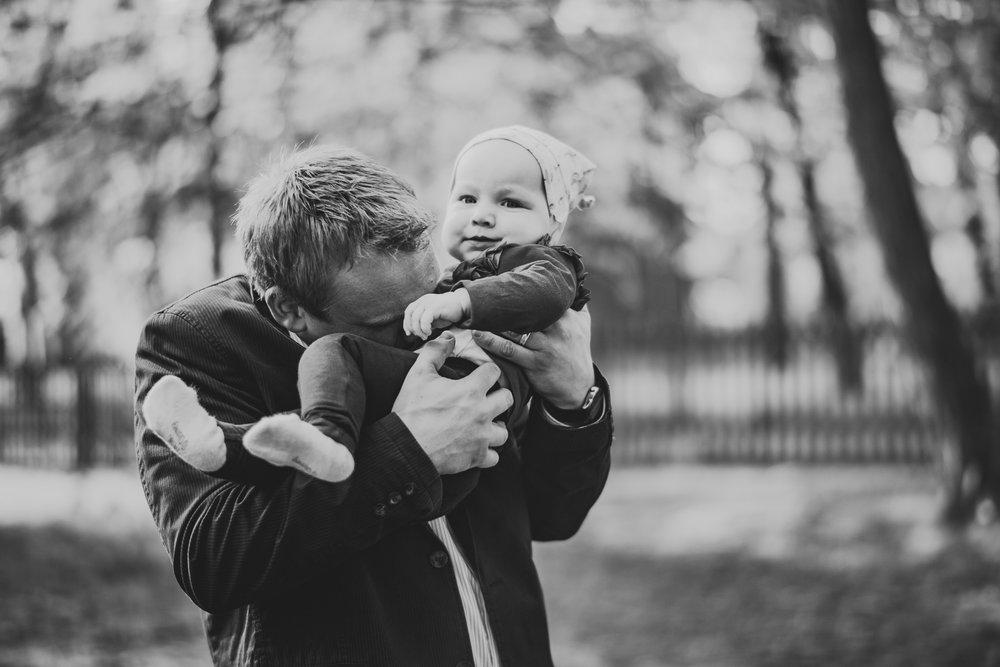 papa-und-kind-schwarzweiss.jpg