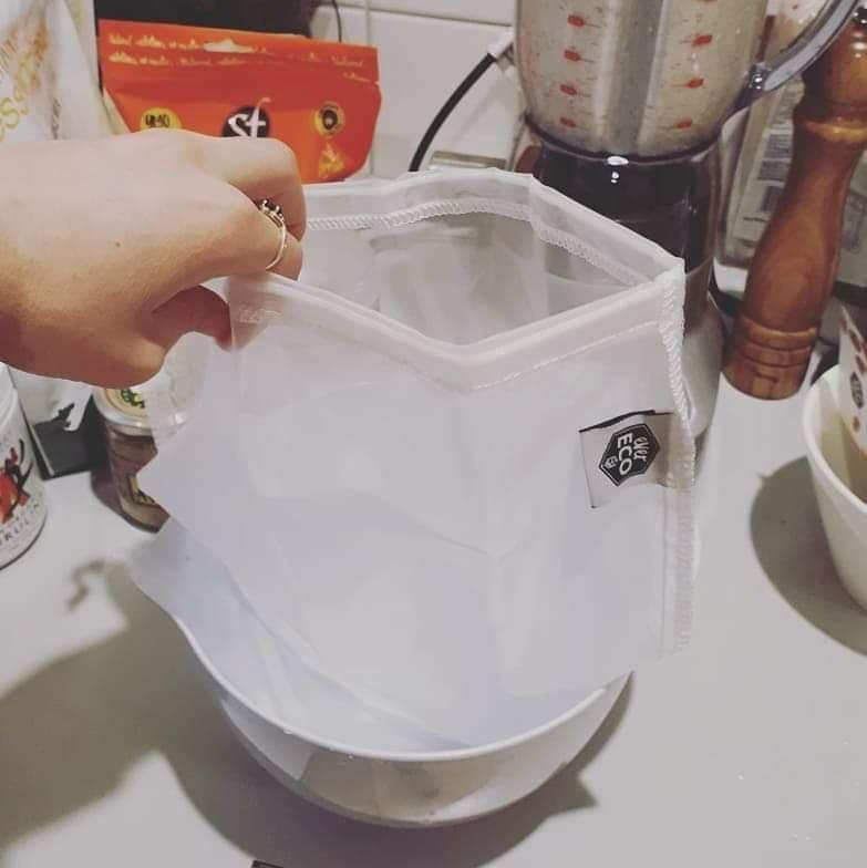 Almond milk 4.jpg