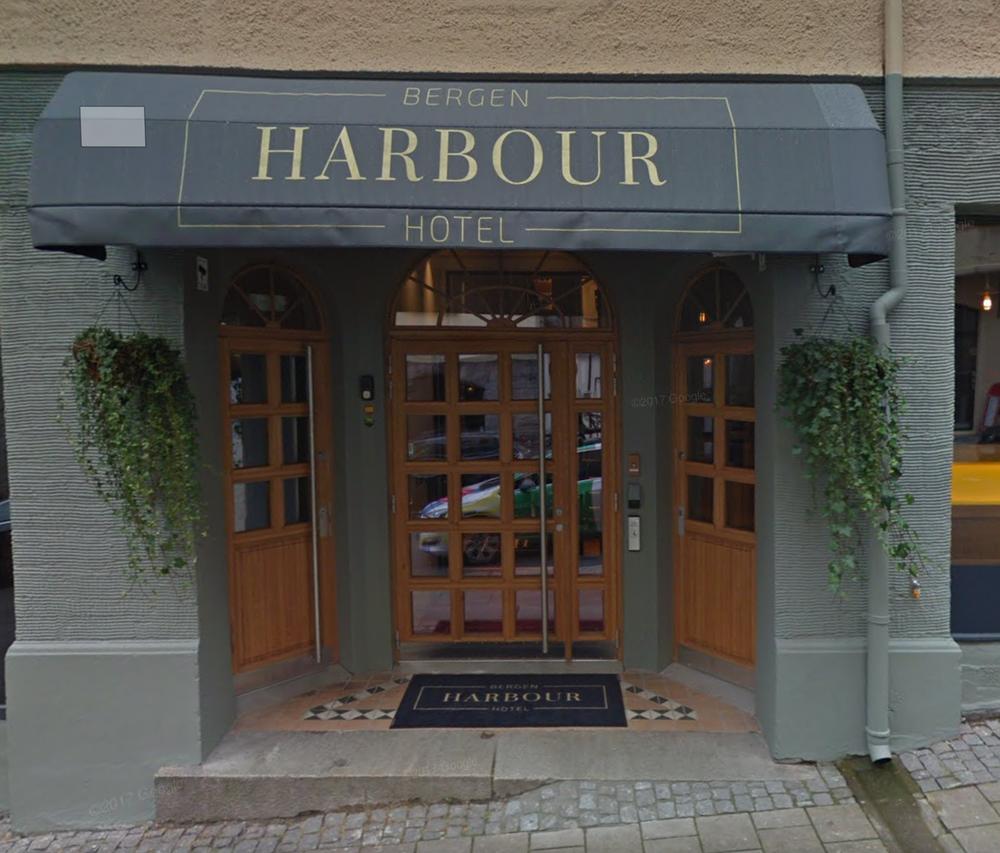 Bilde fra utsiden til Harbour hotel.png