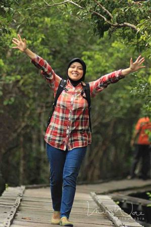 Dessy - Dessy is Dayak culture guide who work with us. Her extensive knowledge about the area made our trips in Kalimantan very comfortable and to be enjoyed.