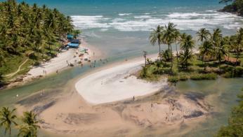 Drone view of Jeribucaçu, a stunning beach outside Itacaré (ETIV do Brasil)