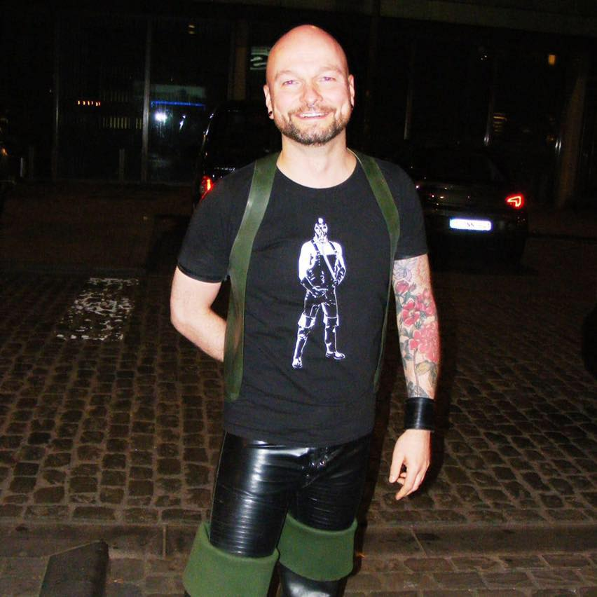 Sven - The First LADY - Sven has been active in the fetish scene since 2014. In daily life he is owner of a flower store in Antwerp.He is known for his unstoppable positive energy and his sense of humour. He is also the partner of Bart.Fetishes: Waders & Rubber