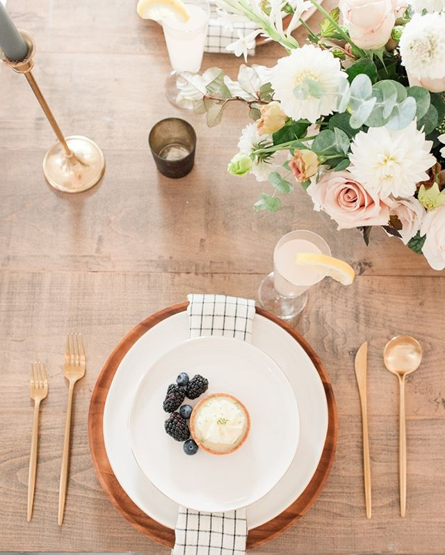 This past year we have just loved having countless opportunities to grow our design skills! We love using food as a creative touch. I wanted to eat this little tarte before we could even get the pictures! Do you all ever think about your food matching your decor, or is that too much? Let me know what you think in the comments! ⠀⠀⠀⠀⠀⠀⠀⠀⠀ .⠀⠀⠀⠀⠀⠀⠀⠀⠀ Photo: @katherineelenaphotography⠀⠀⠀⠀⠀⠀⠀⠀⠀ Venue: @merrimonwynne⠀⠀⠀⠀⠀⠀⠀⠀⠀ Napkins: @pressedfinelinens⠀⠀⠀⠀⠀⠀⠀⠀⠀ Flowers: @wyldefowers⠀⠀⠀⠀⠀⠀⠀⠀⠀ Table: @cottageluxe⠀⠀⠀⠀⠀⠀⠀⠀⠀ .⠀⠀⠀⠀⠀⠀⠀⠀⠀ #harmonyweddingsevents #ncweddingplanner #ncweddingcoordinator#merrimonwynne #sourcedworkshop #sourced
